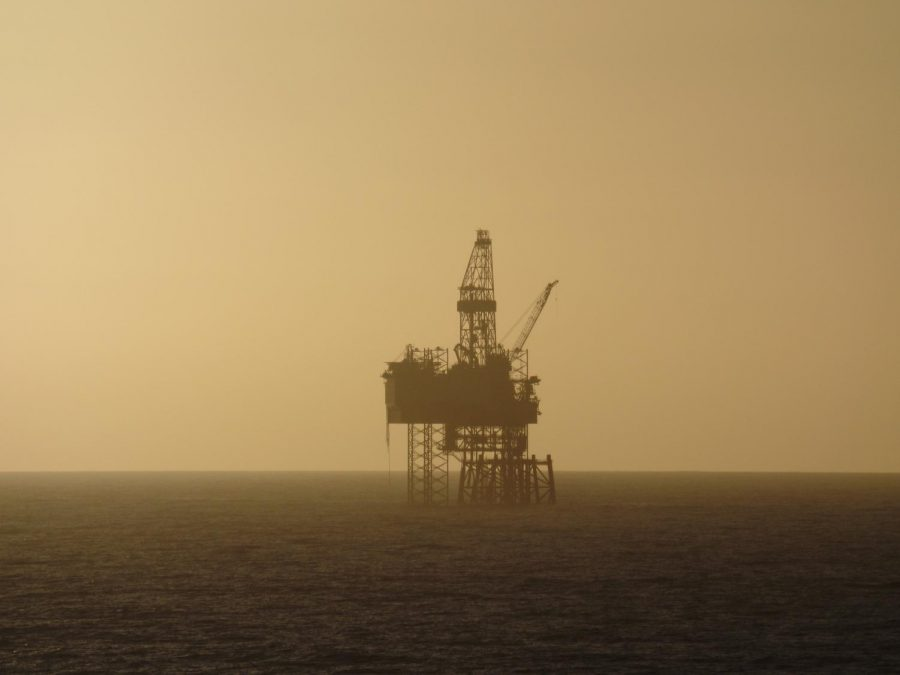 This+majestic+oil+rig+works+long+hours+at+minimum+wage+to+feed+its+two+young+children%2C+but+DivestVU+won%E2%80%99t+tell+you+that.