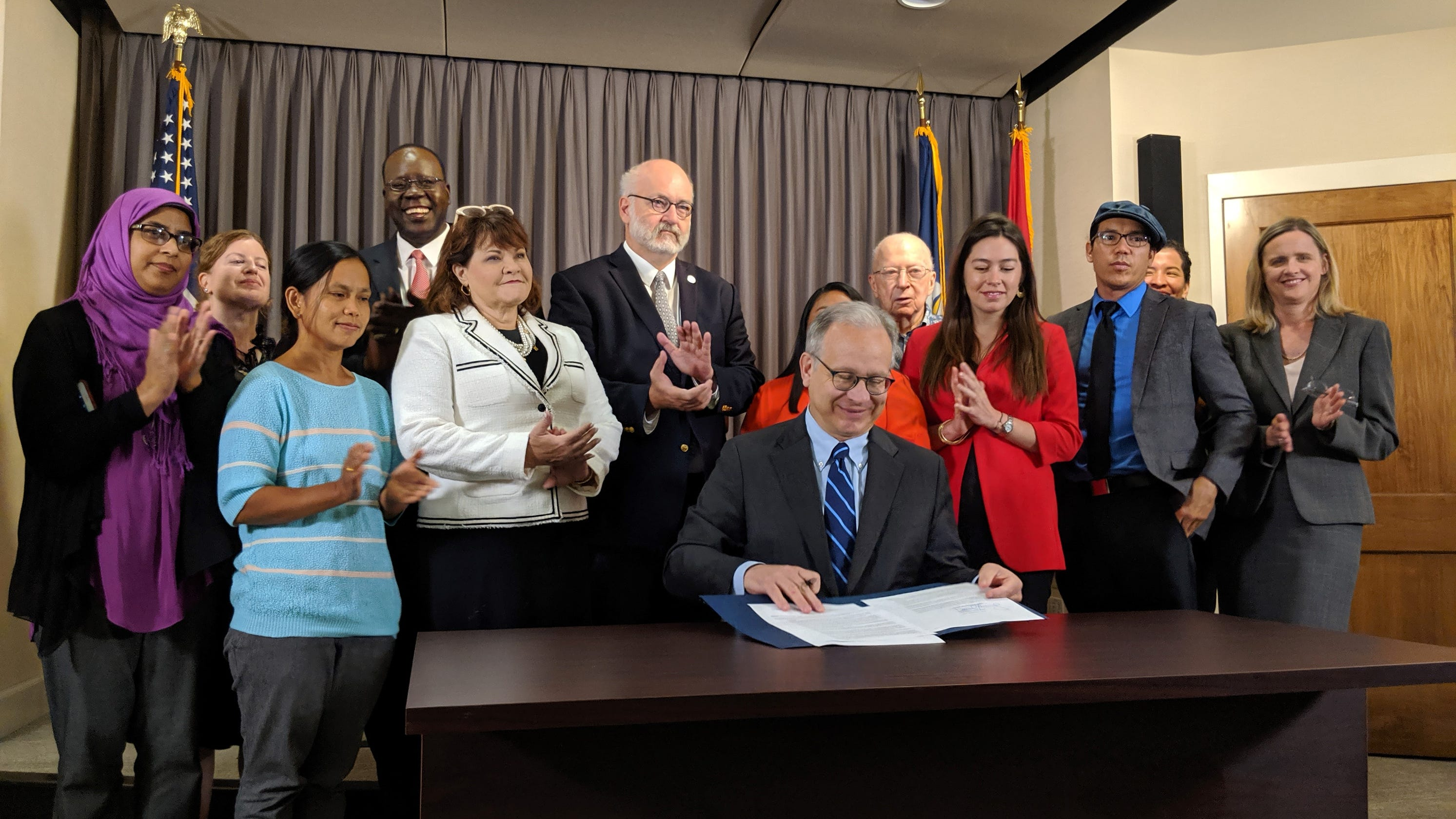 Mayor Briley signs the executive order denouncing TN's anti-sanctuary city law (photo credit: The Tennessean)